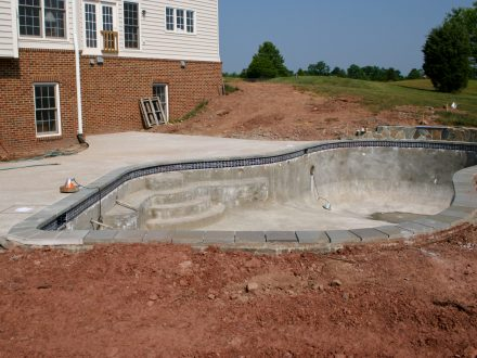 Creating a concrete swimming pool